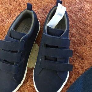 Kids new gap sneakers! Size 2